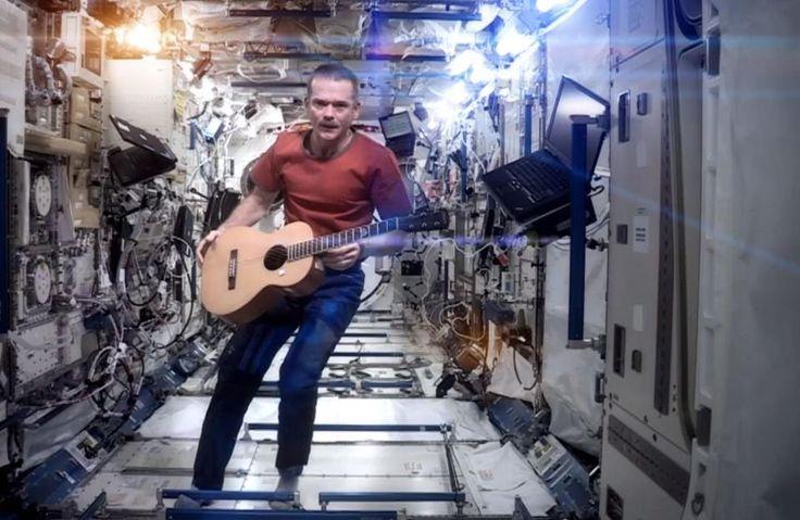 En el espacio exterior de la mano de nuestras ThinkPads en la Estación Espacial Internacional.