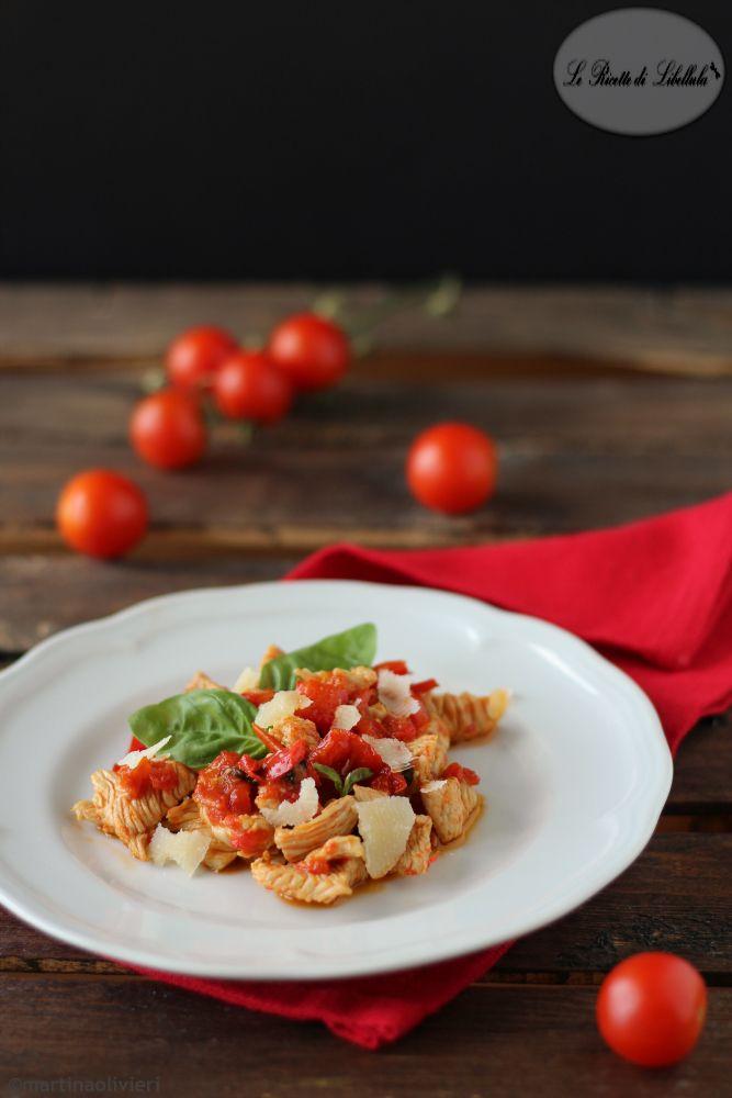 Pollo con peperoni e pomodorini