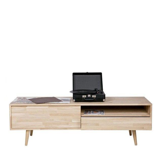 Le meuble TV style rétro scandinavechêne massif Tygoest l'alternative idéale pour les petits espaces. Avec un design moderne, élégant et épuré, ce meuble TV apportera de la légèreté et une petite touche rétro dans votre pièce à vivre. Ce joli meuble déco vous offre deux cases de rangement et un tiroir pour placer votre récepteur télé ou vos DVDs. Grâce au piètement au look rétro qui fait la particularité de notre meuble TV style rétro chêne massif Tygo, il sera compatible avec plusieurs...