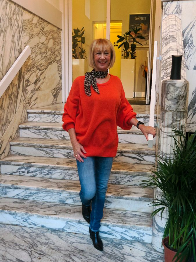 Orange sweater American Vintage, leopard scarf Pauw, skinny jeans Denham, black pointy booties Kendall & Kylie