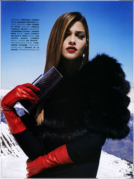 Glove Fashion: Ana Beatriz Barros in Red Leather Gloves. Daslu Brasil, 05.2008.