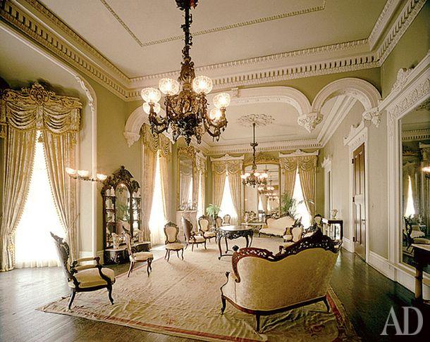 """Овальные салоны превратились в парадные гостиные, drawing rooms — такие, как """"тройная приемная"""" в Стентон-Холле."""
