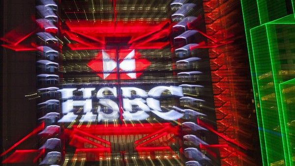 epa04705810 The Hong Kong and Shanghai Banking Corporation (HSBC) logo is seen lit up on the exterior of the HSBC headquarters building in Hong Kong's financial district, Hong Kong, China, 15 April 2015. According to reports, Europe's biggest bank by assets, which earns the bulk of its profits in Asia but is London-based, has been embroiled in a tax evasion scandal at its Swiss private bank subsidiary. EPA/ALEX HOFFORD