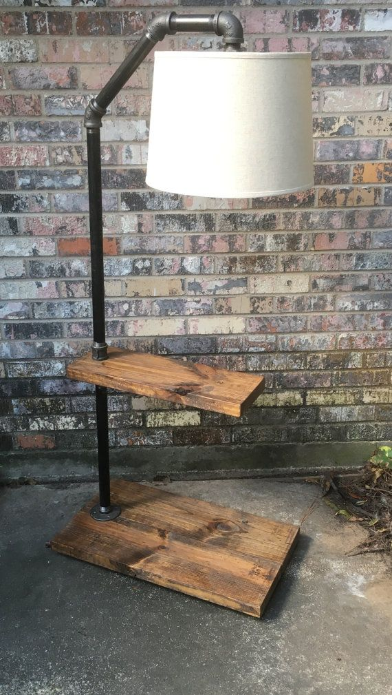 lampe, lampe tube tuyau, table d'appoint, bois et tube lampe, lampe steampunk, lampe rustique de plancher.