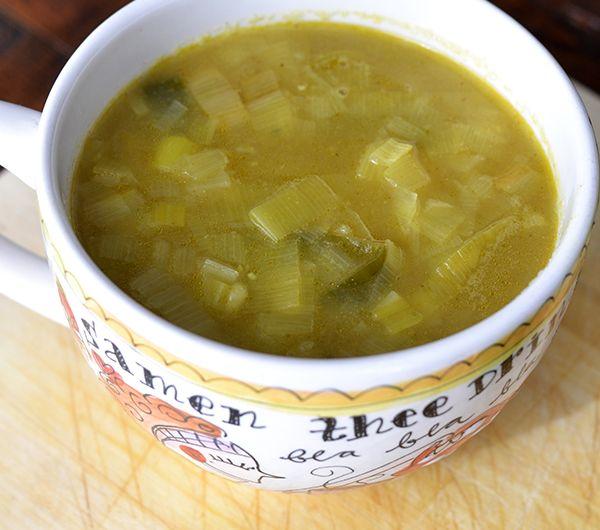 Soep eten met warm weer, ik ben er gewoon niet zo'n fan van. Tenzij je me een licht en helder soepje voorschotelt. Deze preisoep bijvoorbeeld, heerlijk.