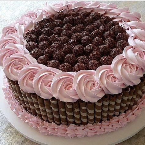 """Por Elaine Sales no Instagram: """"@Regranned from @antesdafesta - E esse bolo lindo?? Aff.... Repost @festejandoemcasaoficial #bolo #cakedesigner #bolodecorado #ideas…"""""""