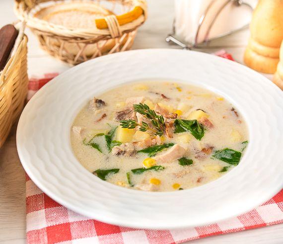 Сливочный суп с курицей, беконом и кукурузой