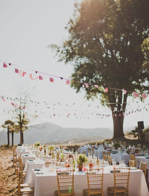 simple summer.Outdoor Wedding, Wedding Receptions, Tables Sets, Summer Parties, Outdoor Parties, Garlands, Parties Ideas, Long Tables, Outdoor Receptions
