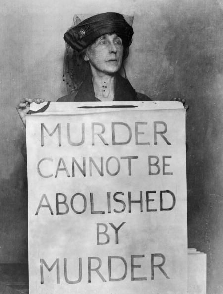 A woman outside Holloway Prison protesting the death penalty in 1923.