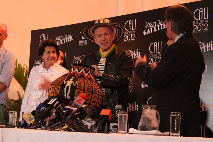 Expo Show Cali Colombia  Sombrero vueltiao + Jean Paul Gaultier... Que combinación!!