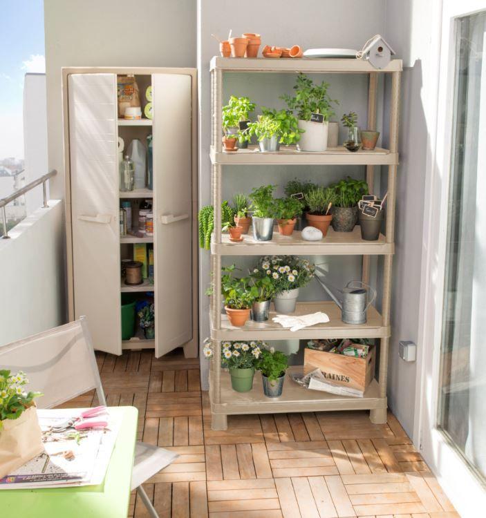 Vous Avez Une Ame De Jardinier Mais Pas De Jardin Organisez Votre Petite Jungle Urbaine Sur Votre Ba Etagere Plastique Rangement Balcon Rangement Utilitaire