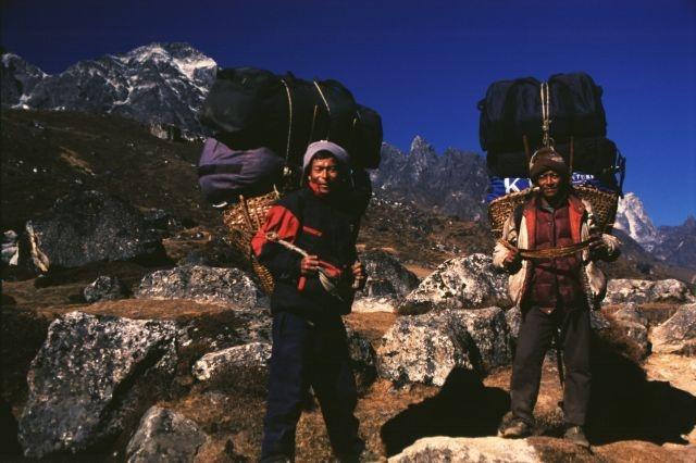 Nepalese porters on Khumbu trail. http://www.explorehimalaya.com/blog/