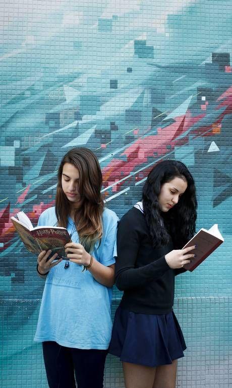 Adolescentes brasileiros formam legião de leitores-fãs e impulsionam as vendas das editoras:  Read more: http://oglobo.globo.com/cultura/livros/adolescentes-brasileiros-formam-legiao-de-leitores-fas-impulsionam-as-vendas-das-editoras-13281868#ixzz37n3yR7UM