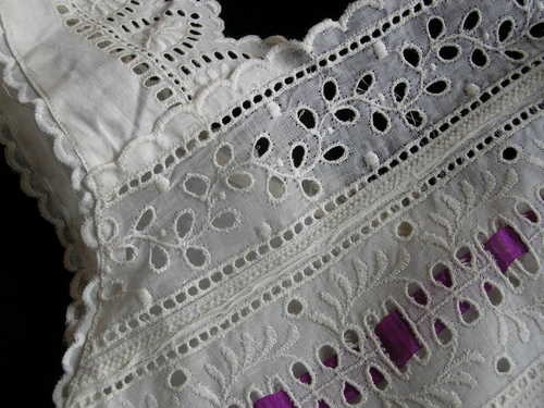 Antique Linen BRODERIE ANGLAISE EYELET LACE CAMISOLE
