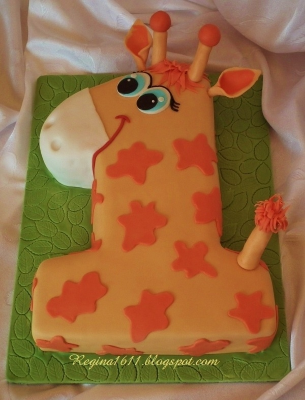 Giraffe Cake. I wonder if I can get a sock monkey cake like this...