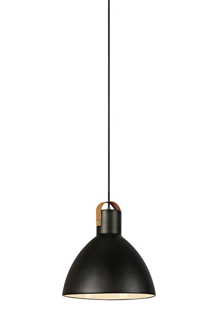 Eagle takpendel från Markslöjd. 1,5 meter kabel med takkopp. E27-sockel. Längd 22, bredd 22, höjd 21 cm. Ljuskälla ingår ej.