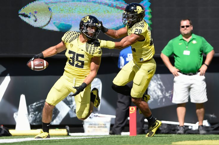 Oregon Ducks linebacker Joe Walker (35) celebates scoring off a funble recovery with Oregon Ducks linebacker Johnny Ragin III (28) The No. 12 Oregon Ducks play the Georgia State Panthers in Eugene Oregon on September 19, 2015. (Cole Elsasser/Emerald)