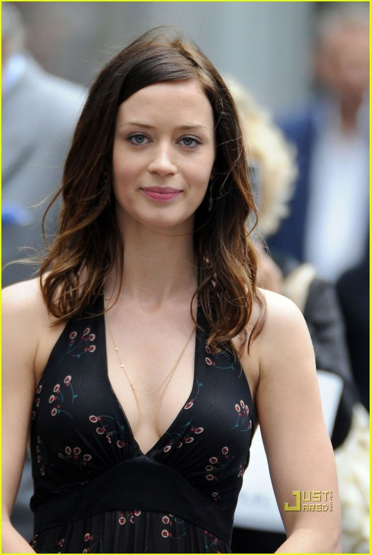 Emily Blunt, much better with dark hair
