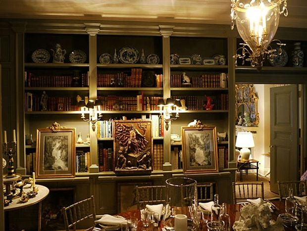 There are so many things to look at in this room. Love the layers and books in the dining room.