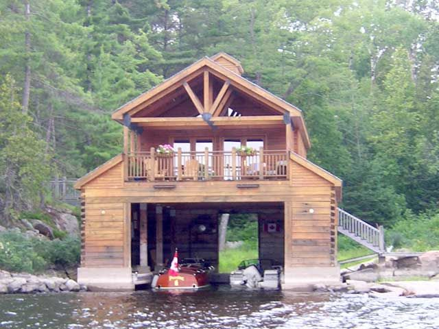 15 Of The Most Amazing Boat Houses And A Bonus Socialplank Com House Boat Water House Lakefront Living