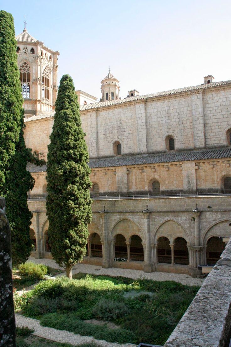 Claustre del Monestir de Poblet, Tarragona  Catalonia