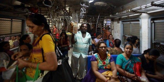 Essere una donna a Nuova Delhi.  Avere una normale quotidianità può essere pericoloso per una ragazza indiana. I recenti casi di stupro hanno messo in allarme un'intera popolazione. (Reuters/Navesh Chitrakar)