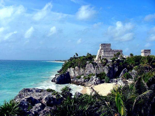 Messico Il Messico è un paese ricco di antiche tradizioni, di affascinanti segreti e di tutta una serie di attrazioni. Lontani dai resort di lusso, a nord di Puerto Vallarta, cittadine balneari come Chacal offrono camere in guesthouse a prezzi convenienti.
