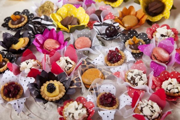 Delicious treats by El Taller del Chocolate. For more ideas and information visit us at www.costaricaparadisewedding.com
