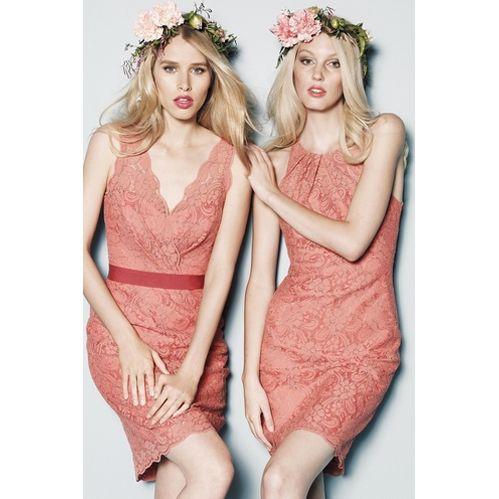 ブライズメイド・レースVネックドレス。サンセットに映えるコーラルピンクのブライズメイドドレス。 #Bridesmaid #Dress #Pink #Lace #Wedding