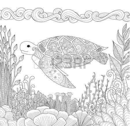 tatuaggio tartaruga: progettazione Zendoodle di nuoto tartaruga in oceano e bellissimi coralli per adulti libro da colorare per anti stress - Stock Vector