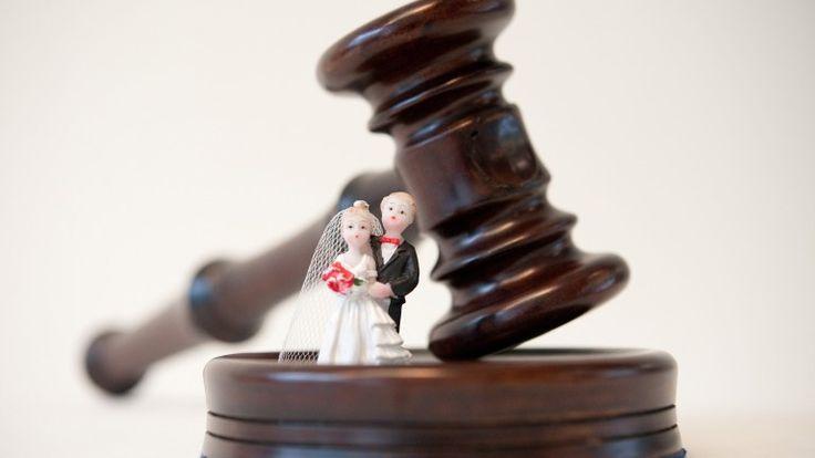 In Deutschland landet jede dritte Ehe vor dem Scheidungsrichter - Was müssen bei einer Scheidung beachten.