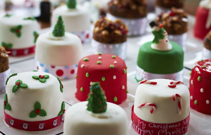 Small homemade christmas cakes. Perfect little presents