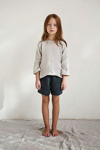 子どもにこそ、肌触りの良いリネン服を着せてあげたいもの。シンプルなコーデですが、メリハリの効いたラフさや素材感でぐっとおしゃれに。男の子が着ても良さそうですね。