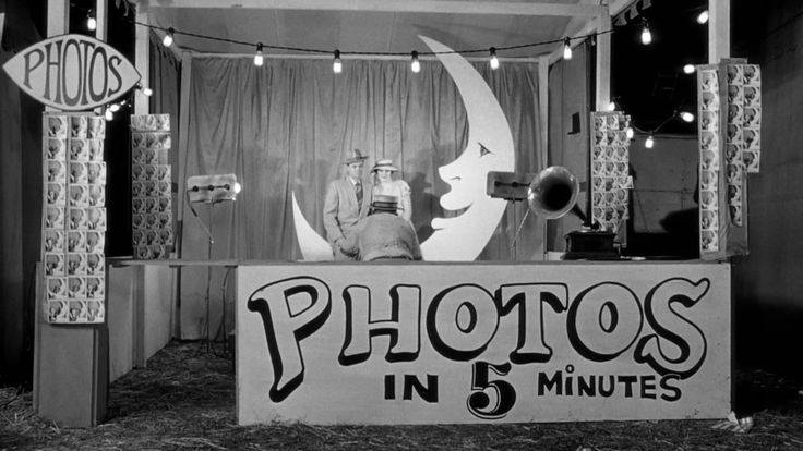 Paper Moon Photo Booth--- why did i not live in this time period JUST so i could have a picture in one of these!?
