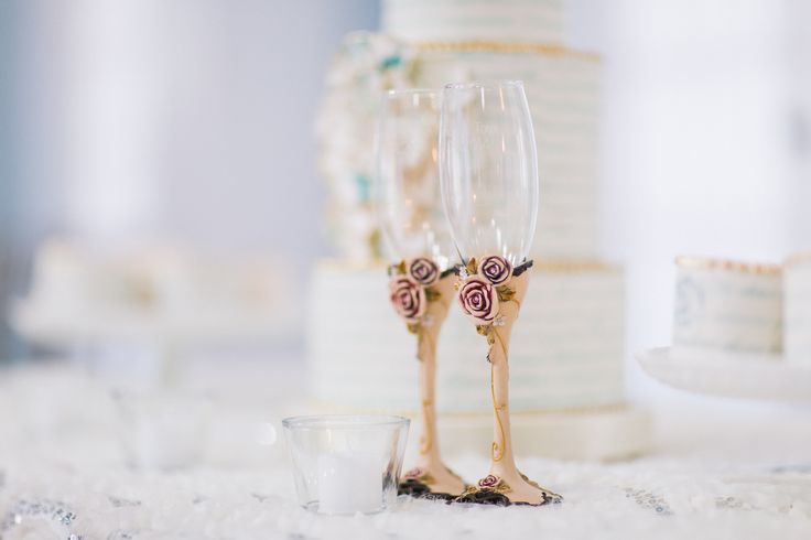 Champagne Flutes - Very romantic and unique http://www.fusion-events.ca/