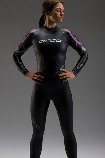 love this wetsuit....wish I stood a chance of looking like her in it though, eek!