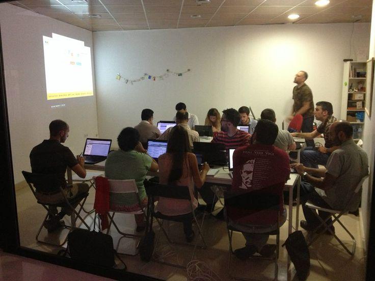 Gente que piensa. Taller Hootsuite en el Espacio de Coworking Colaborando. Alcalá de Guadaíra. Julio 2014.