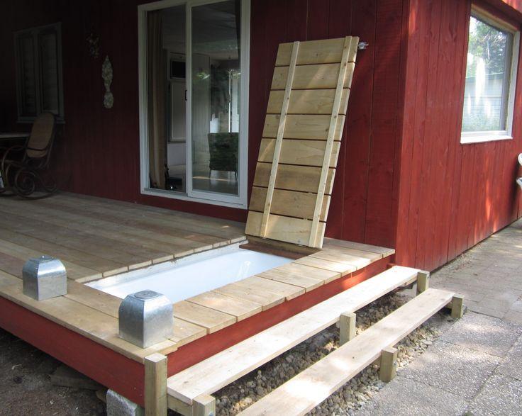 Bad in de vlonder gebouwd. Heerlijk met warm weer, boekje, drankje. heerlijk relaxen. Restant van het water gaat in de tuin voor de planten!