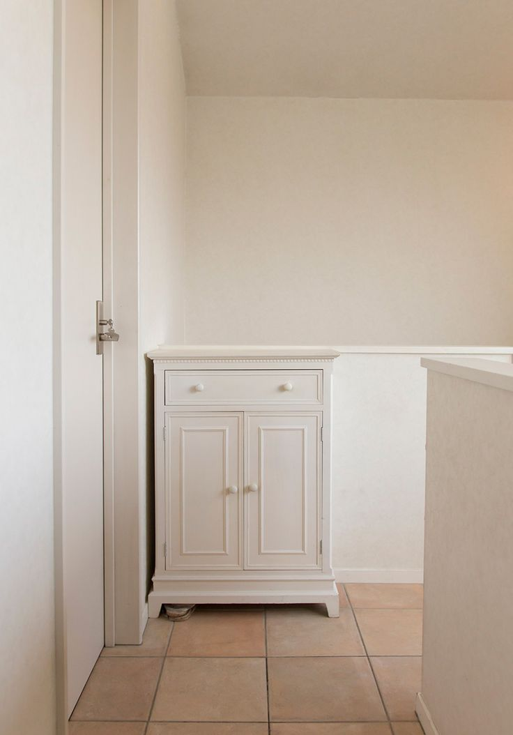 階段を上りきったところで、靴を脱いで室内履きにはきかえる。