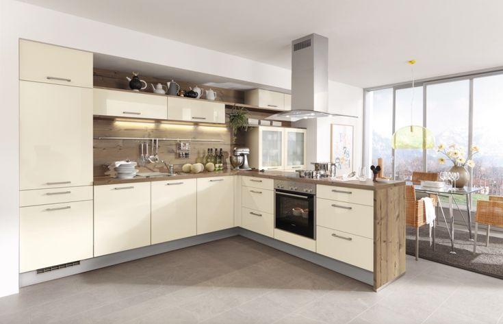 Kuchyně Gloriette Magnolie vysoký lesk  Kuchyňská linka s oblíbenou kombinací magnolie a dřeva s vařením na poloostrůvku.  #kuchyne #modernikuchyne #modernibydleni #kitchen #kuchynespoloostruvkem #kuchynskelinky