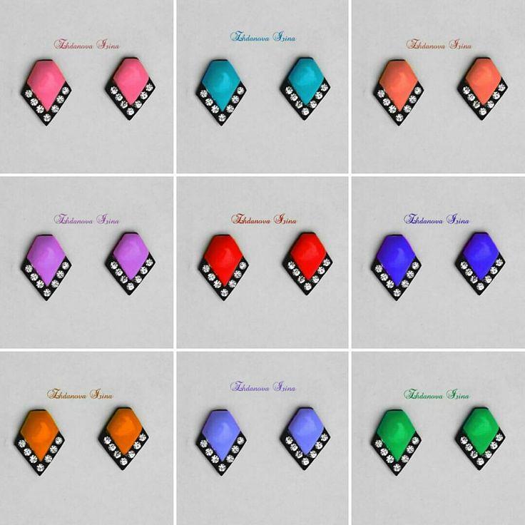Синий, красный, голубой, выбирай себе любой.... Миниатюрные, но очень эффектные серьги-пусеты из полимерной глины со стразами из горного хрусталя. https://vk.com/m_p_t_hobby  http://gdanovai.wixsite.com/vot-chto-ia-leplu  #украшения #миниатюрные #серьги #маленькие #стразы #горный_хрусталь #гроздь #пусеты #голубой #полимерная_глина #ручнаяработа #авторская_работа #handmade #бижутерия #ждановаирина #моимиручкамитворенье #цветыизпластики, #цветыполимернаяглина, #маленькиецветочки #zhdanova…