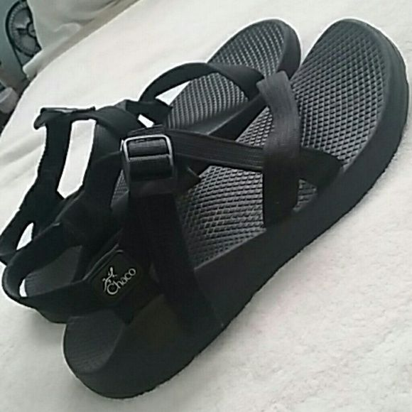 Chaco black Yampa sandal size 8 women's Unaweep wide sandals women's 8 Single buckle and custom adjustem fit adjustable straps Vibram no slip sole sport sandal deep lug grip and great shape!! Chacos Shoes Sandals