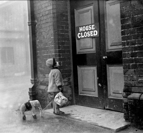 Young visitor discovers the London Zoo elephant house closed for holiday    fox photos 1927