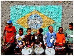 Samba lele - the lyrics to Samba Lele in Portuguese, followed by an English translation and an mp3 recording. The recording is by a French class who sings the song. www.mamalisa.com