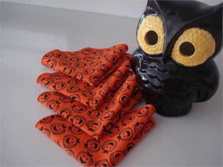 Cocktail Dessert Napkins for Halloween - Unique ROUND shape -   Happy Halloween! Set of 4 bright orange napkins are ready for your Halloween Adventure!   So much more fun than paper. Reusable too! Makes a great hostess gift.   Happy pumpkins in black fill this circular conversation piece. Can even be used for a favor bag!   (See photo 2) Preshrunk cotton fabric sewn into 8 1/2 circles.   Edges have been finished in matching orange thread.   Wash with like colors in cool water/dry lo...