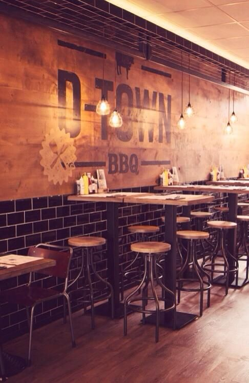 пример крупно шрифтовой росписи стены, также можно оформить барную стойку - лого, название бара, какая-то фраза