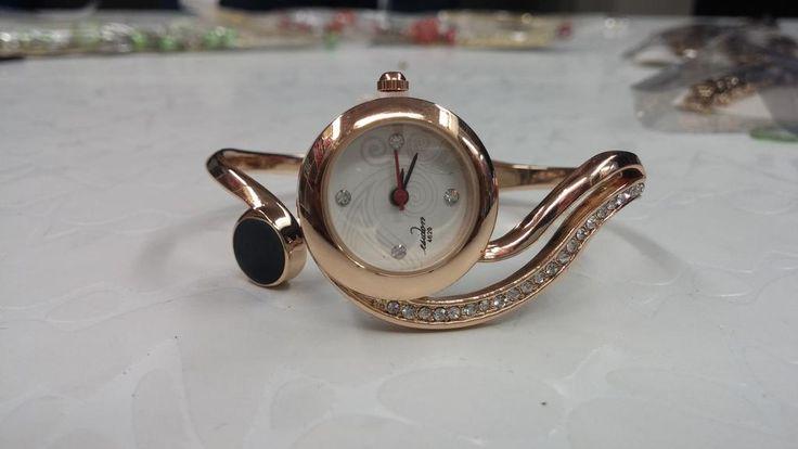 Designer Bracelete Round watch Rs. 350