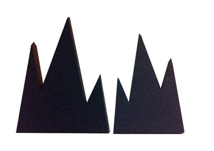 Mountain earrings in black