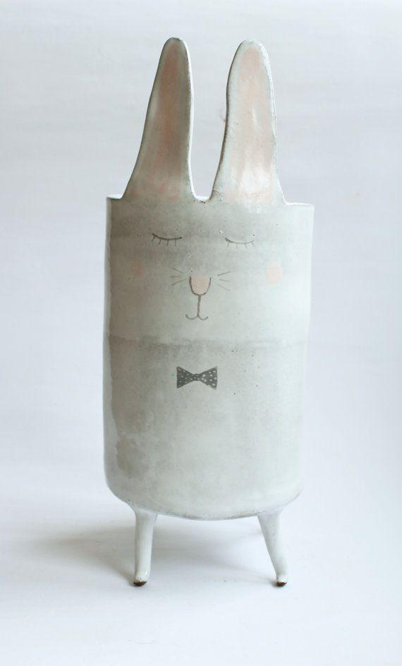 Charles le lapin vase en céramique à pois pastels par clayopera, $120.00