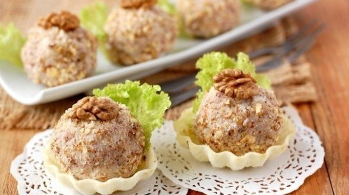 Он очень вкусно будет смаковать с гренками, хлебцами, на постных тарталетках или хлебе.